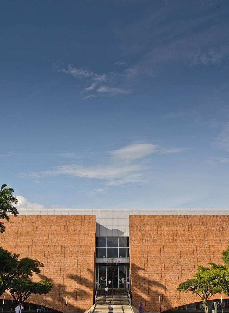 UNIVERSIDAD EAFIT: Los arquitectos Carlos Julio Calles y Juan Forero diseñaron la biblioteca de Eafit y los jardínes circundantes. El edificio de la Escuela de Ingeniería de esa universidad es la última obra del arquitecto Forero allí.